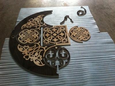 Кропотливый процесс сборки мозаики ...