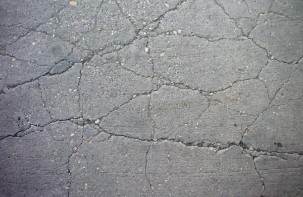 Приходящий в негодность бетонный пол