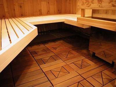 Полы, покрытые деревянной плиткой, смотрятся очень эффектно