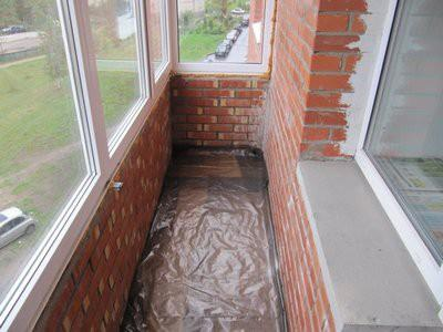 Балкон с уложенным слоем пленочной гидроизоляции