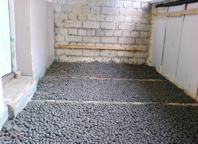 Керамзит отлично подойдет для утепления пола на балконе или лоджии