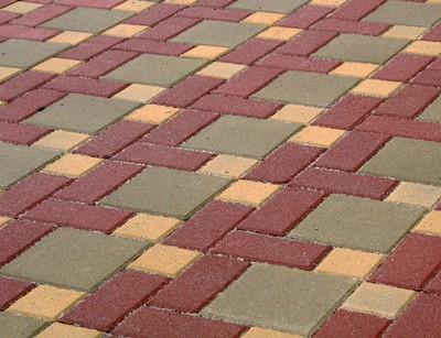 Литая плитка - больше подходит для открытых помещений и площадок