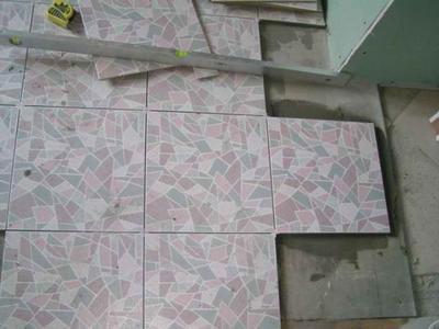 Небольшие дефекты поверхности можно сразу выравнивать керамической плимткой