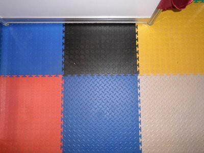 Удобные в монтаже ПВХ-плитки для полов