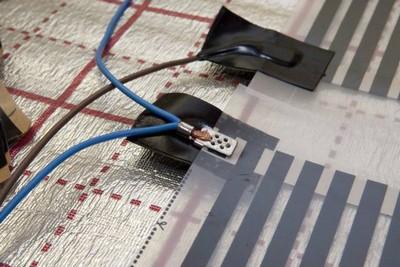 Очень важно качественно изолировать все клеммные соединения и места разрезов медных шин