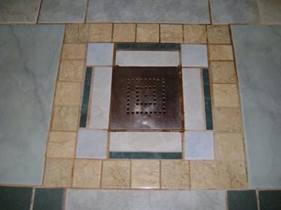 Особенности пола в бане - общий уклон к одному месту, где установлен сливной трап