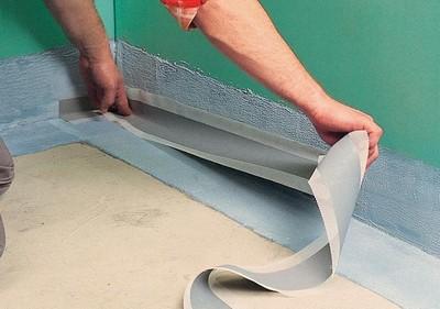 При обмазочной изоляции углы обязательно проклеиваются специальной лентой