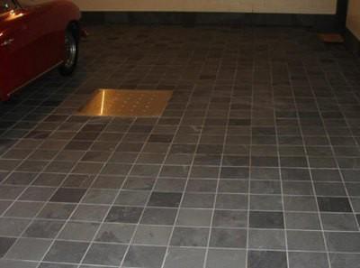 Плиточное покрытие не только очень прочное - оно придаст гаражу особую аккуратность