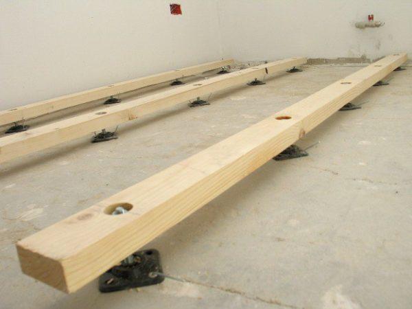 Для лаг подойдёт хвойная древесина