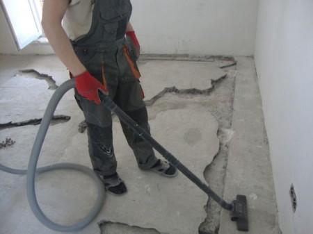 Затем выемка обеспыливается с помощью пылесоса