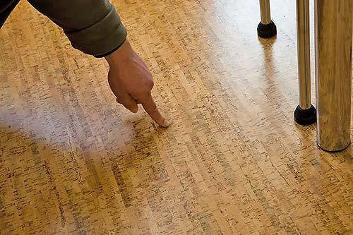 Использование пробкового напольного покрытия в кухне