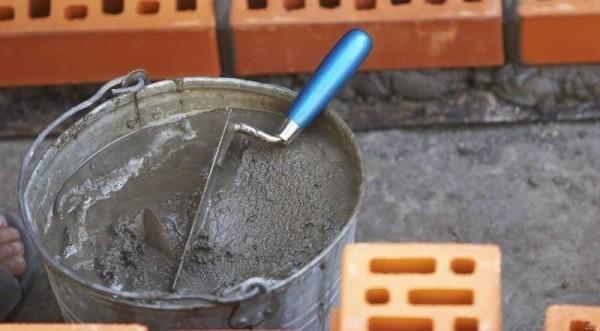 Подготовка раствора к заливке пола