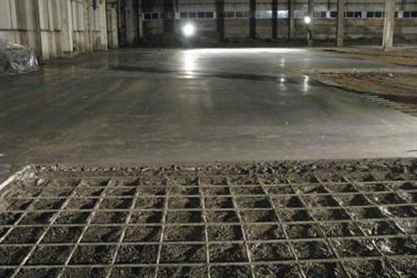 Порядок заливки и обустройства бетонного пола