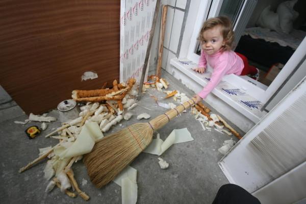 После окончательного демонтажа предыдущего покрытия надо убрать рабочую площадку