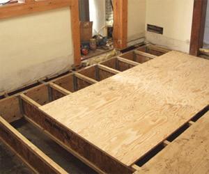 После установки лагов приступайте к закреплению досок либо щитов из древесины