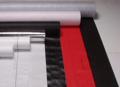 Приклеиваемые рулонные влагозащитные материалы преимущественно используются при выполнении бюджетного ремонта