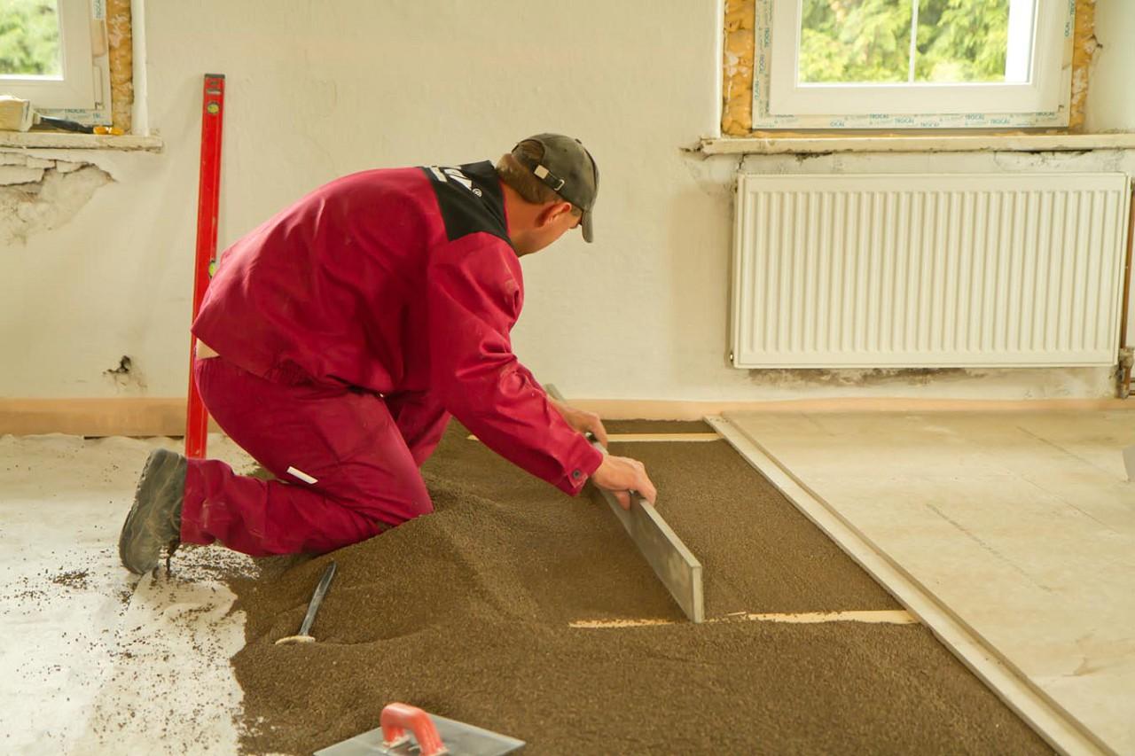 Как выровнять бетонный пол в квартире своими руками