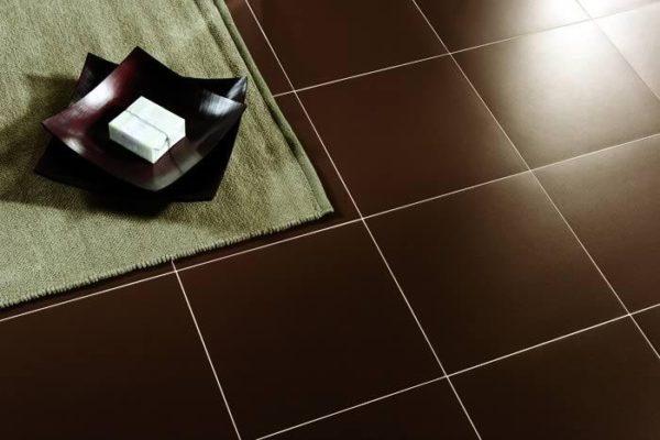 Укладка плитки на пол на деревянный пол