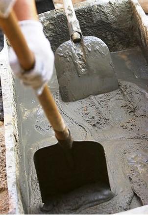 Этап изготовления цементного или бетонного раствора