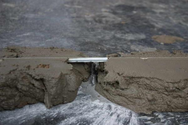 Установка маяка на опорный саморез на песчано-цементный раствор