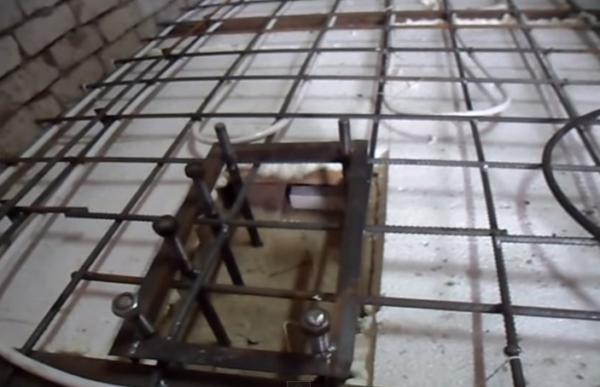 Армирующая сетка для крепления труб