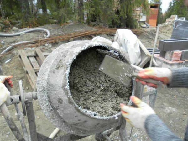 Введение пенопластовых гранул в раствор