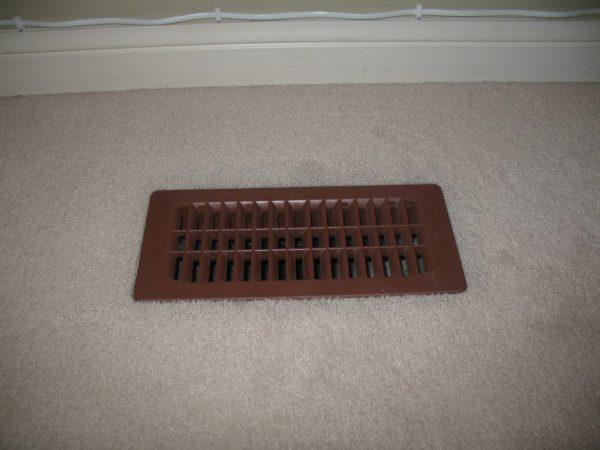 Вентиляционное отверстие демонтировать либо наглухо задерывать нельзя