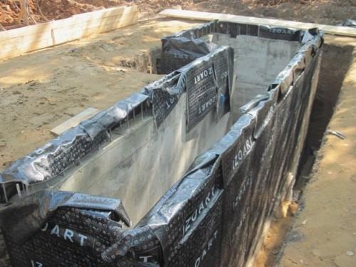 Гидроизоляция стенок смотровой ямы