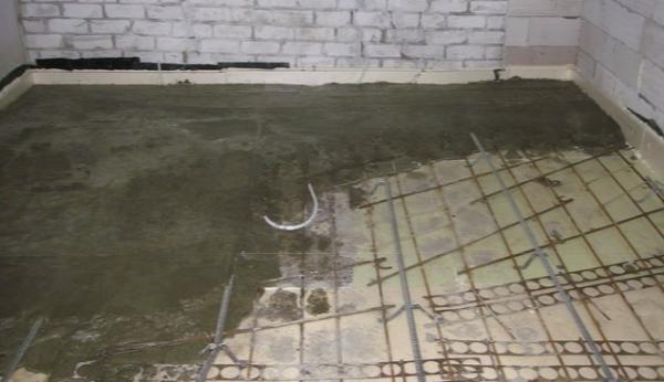 Заливка бетона по маякам