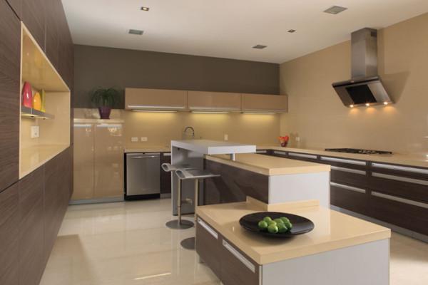 Кухня в стиле Хай‑Тек отлично сочетается с наливным полом