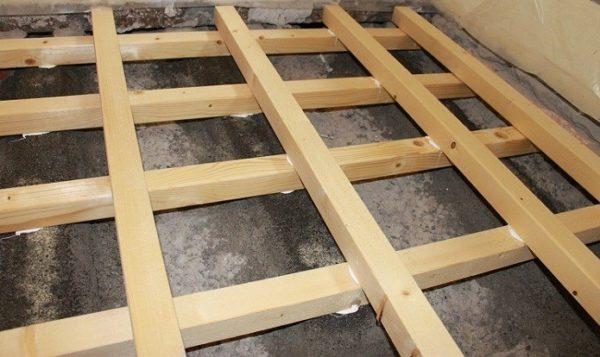 Лаги, уложенные в виде решетки