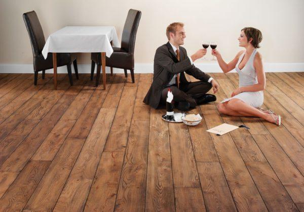 Неповторимый уют, который придаёт комнате деревянных пол, трудно переоценить