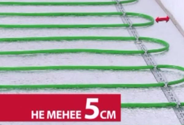 От кабеля до стены должно быть не менее 5 см
