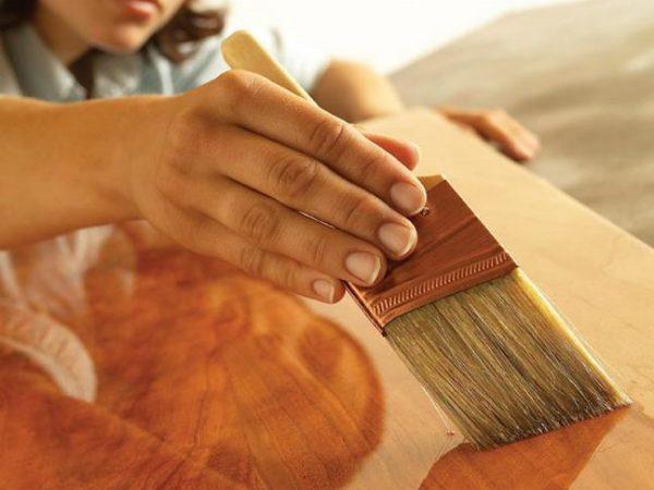 Повысить прочность фанеры можно при помощи нескольких слоев акрилового лака