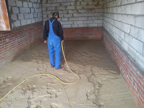 Проливка песка водой
