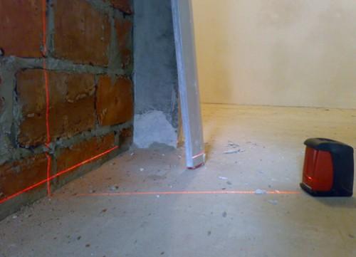 Разметку удобнее выполнять, используя лазерный уровень