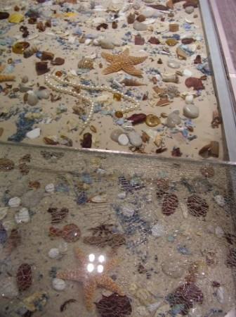 Раковины, песок, морская звезда - прекрасный вариант для декора
