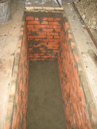 Стенки смотровой ямы практически готовы