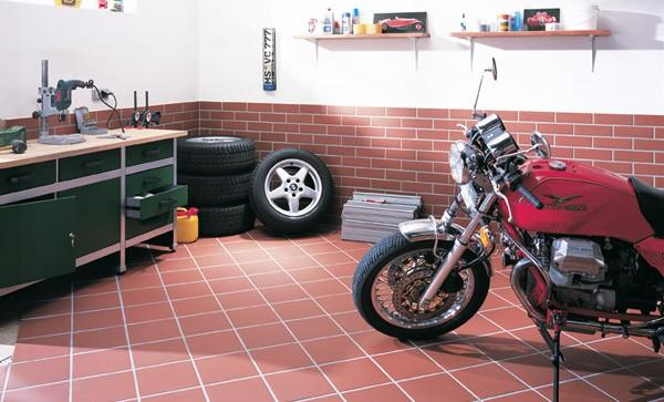 Плитка на пол своими руками в гараже