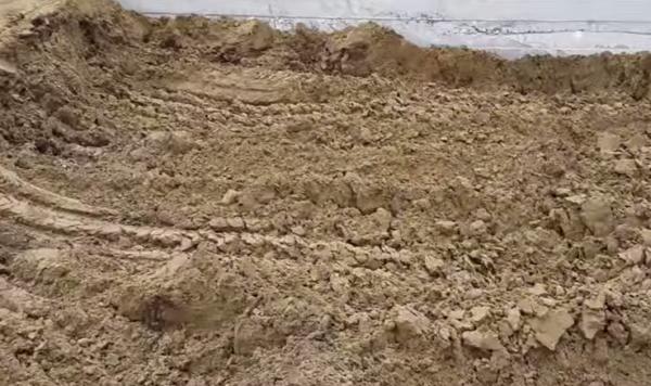 Первый этап - подготовка грунта и фильтрующего слоя
