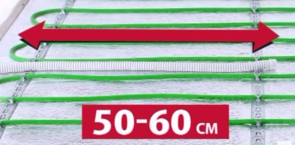 Расстояние между витками греющего кабеля 50-60 см