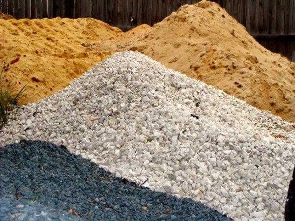 Нужно правильно определить количество требуемых компонентов смеси перед их доставкой на стройплощадку