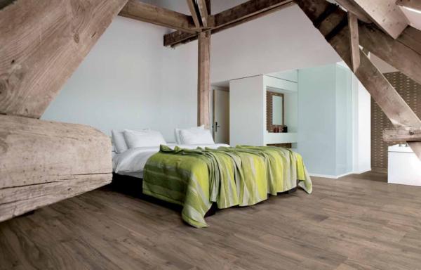 Пример керамогранита на полу спальни