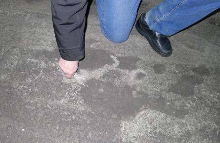 Пылит бетонный пол