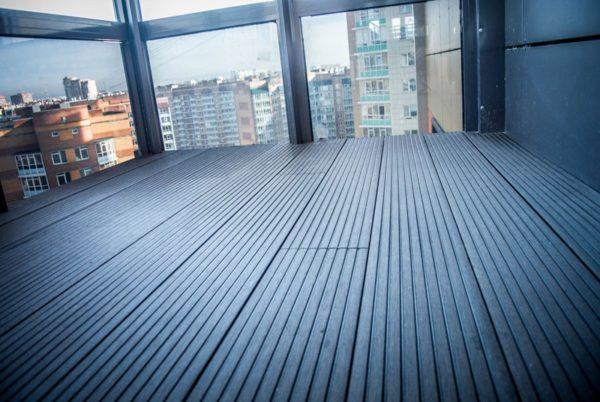 Террасная доска из ДПК на балконе