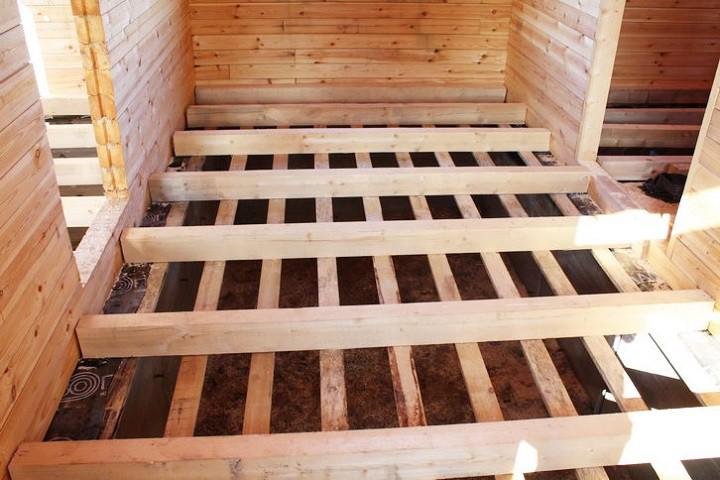 Укладка деревянного пола на лаги в деревянном доме