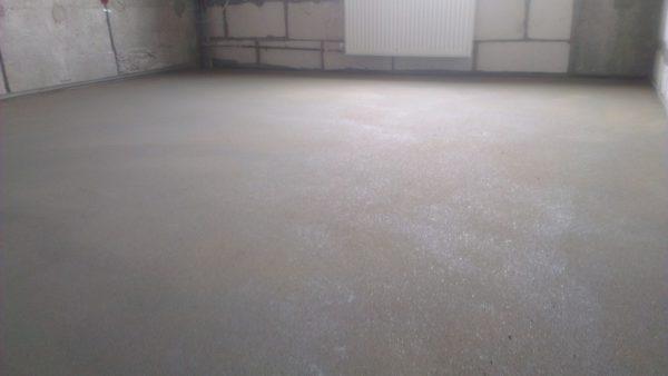 На фото показан залитый бетонный пол после застывания