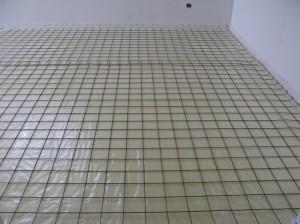 Укладка арматурной сетки на пол