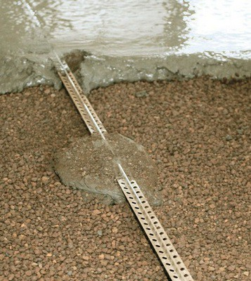 Металлические маячки упростят процесс разравнивания по требуемому уровню