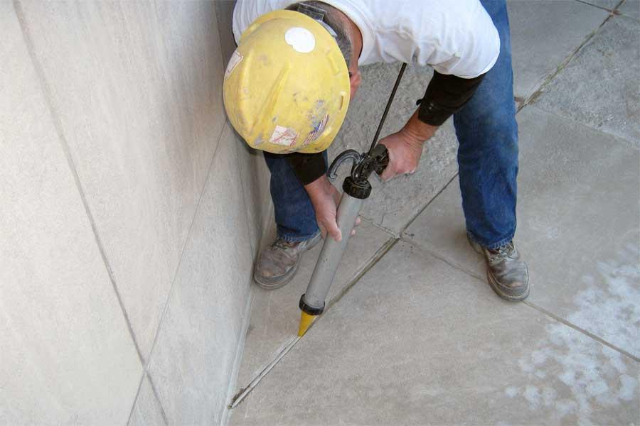 Гидроизоляция стыков бетонных плит полов и перекрытий.